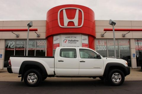 Pre-Owned 2011 Toyota Tacoma DOUBCAB+ MP3 COMPATIBLE+ TOW HITCH/HOOKS 4WD
